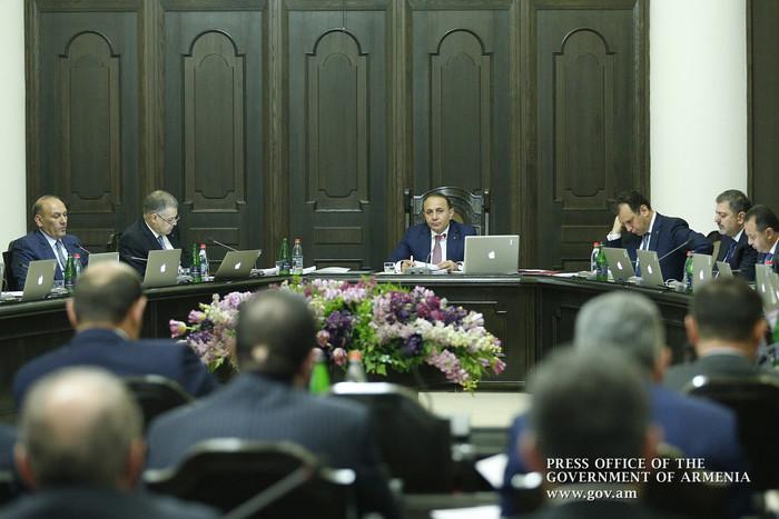 Премьер Армении призвал министров при посещении областей навещать семьи погибших военнослужащих