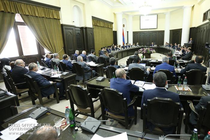 «Айкакан жаманак»: Министром обороны может быть назначен Виталий Баласанян, главой МИД – Виген Саркисян