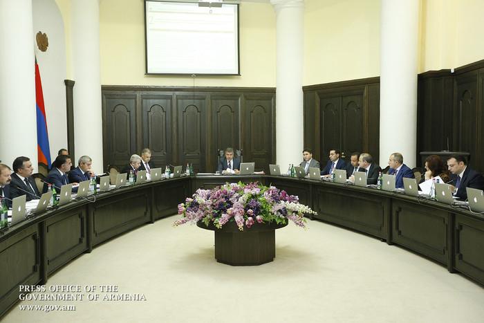 Премьер Армении Карен Карапетян назначил себе двух новых помощников