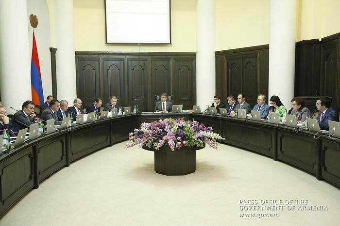 Премьер освободил Гагика Хачатряна от занимаемой должности