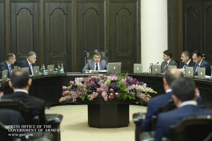 Карен Карапетян поручил предпринять шаги для открытия новых авиамаршрутов