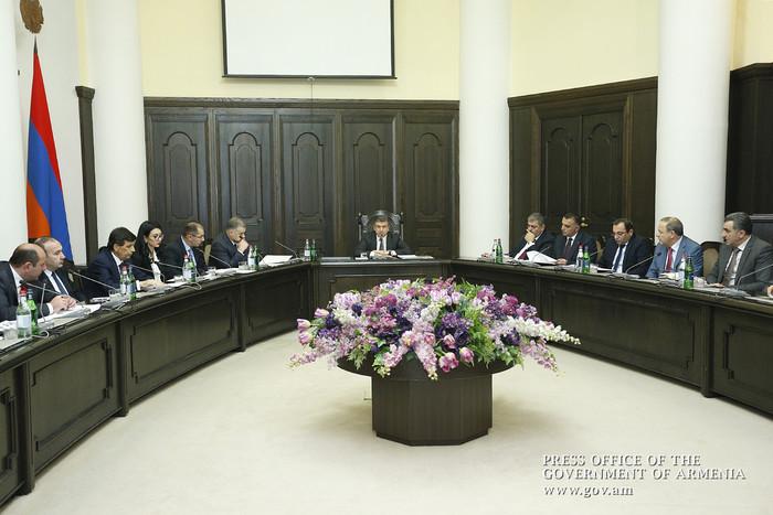 Премьер Армении Карен Карапетян созвал правительство на отчет: первым доложил итоги работы министр финансов