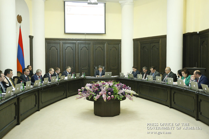 Премьер Армении Карен Карапетян поручил министрам срочно заняться улучшением условий в школах