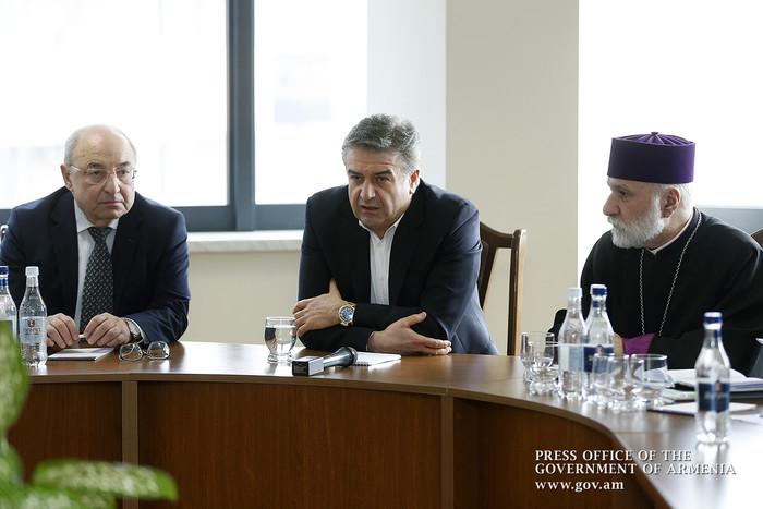 Կարեն Կարապետյանը հանդիպել է Հանրային խորհրդի անդամների հետ