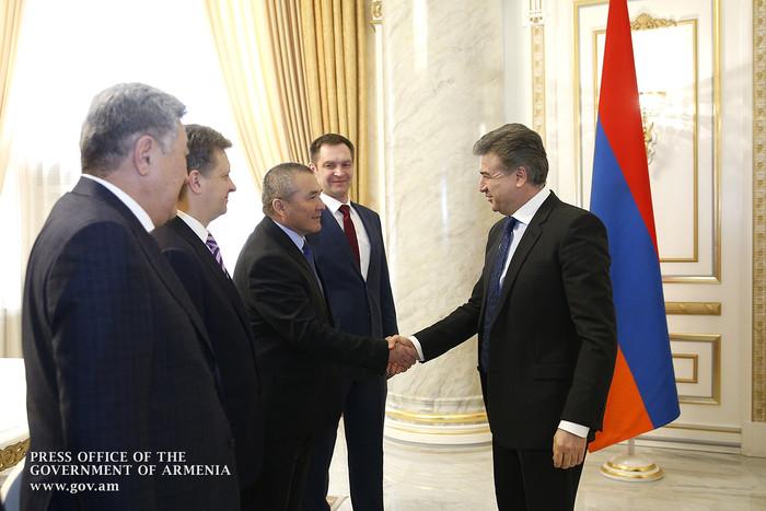 Премьер-министр Карен Карапетян принял Министра транспорта Российской Федерации, председателя российской части