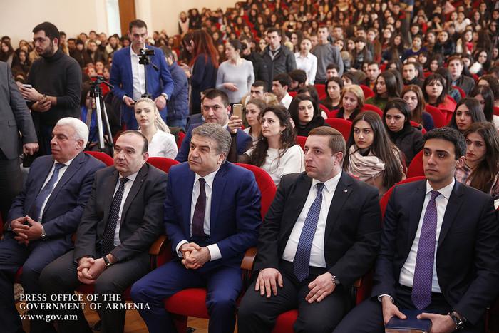 Премьер Армении - студентам: Горизонт, который мы обозначили, очень амбициозный