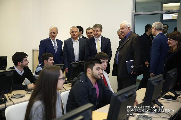 Карен Карапетян посетил офисы ИТ-компаний