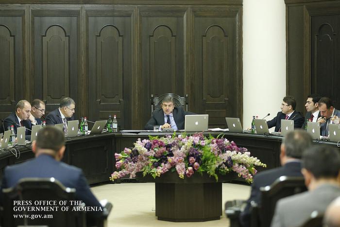 Премьер Армении поручил представить предложения по решению дорожных проблем в общинах республики