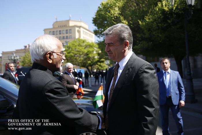 Премьер Армении и вице-президент Индии обсудили возможности установления прямого воздушного сообщения