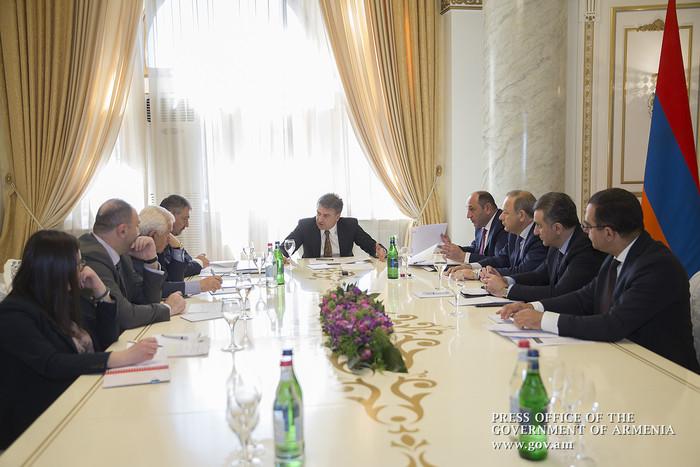 Премьеру Армении Карену Карапетяну представлены шаги по замещению импорта местной продукцией