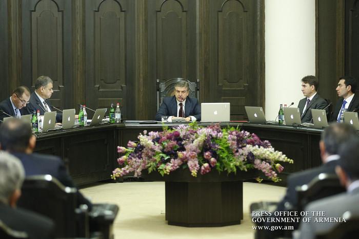 Премьер Армении поручил упразднить «дублирующие друг друга» структуры