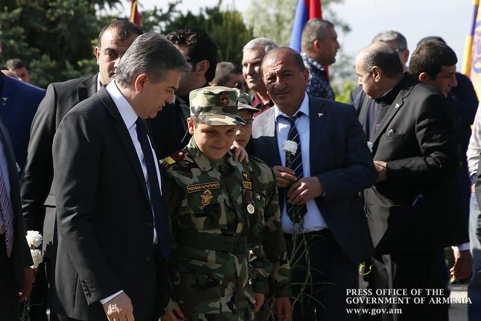 Премьер Армении по случаю 25-й годовщины освобождения Шуши и Дня Еркрапа посетил воинский пантеон «Ераблур»