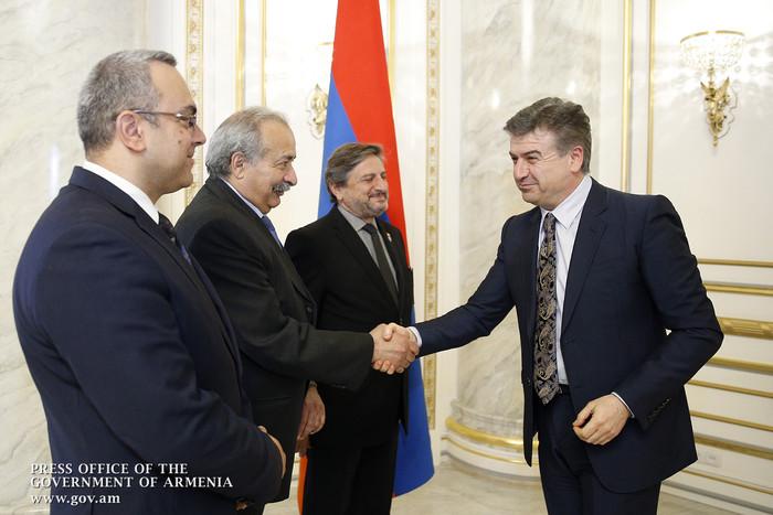 Премьер Армении провел встречу с представителями партии Рамкавар Азатакан