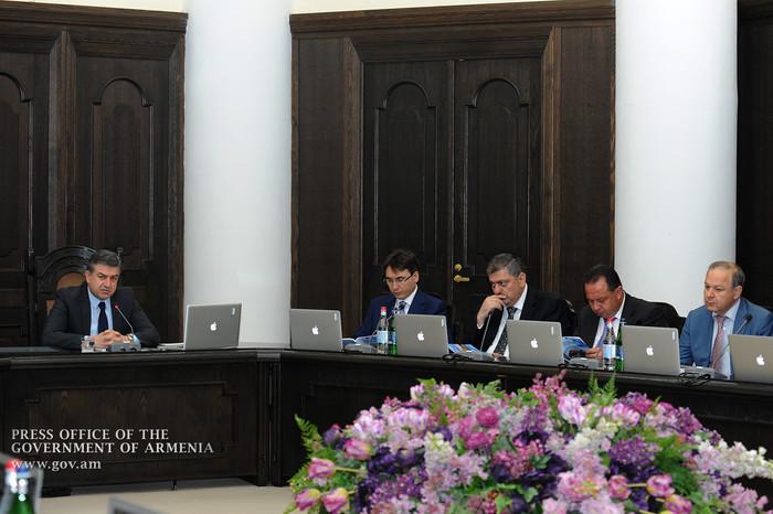 Правительство Армении продолжит шаги по мирному урегулированию карабахского конфликта