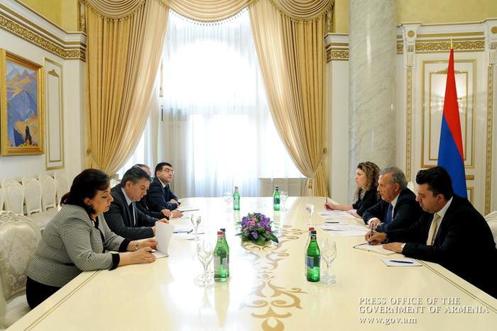 Премьер Армении Карен Карапетян и комиссар президента Кипра Фотиу Фотиса обсудили вопросы углубления сотрудничества