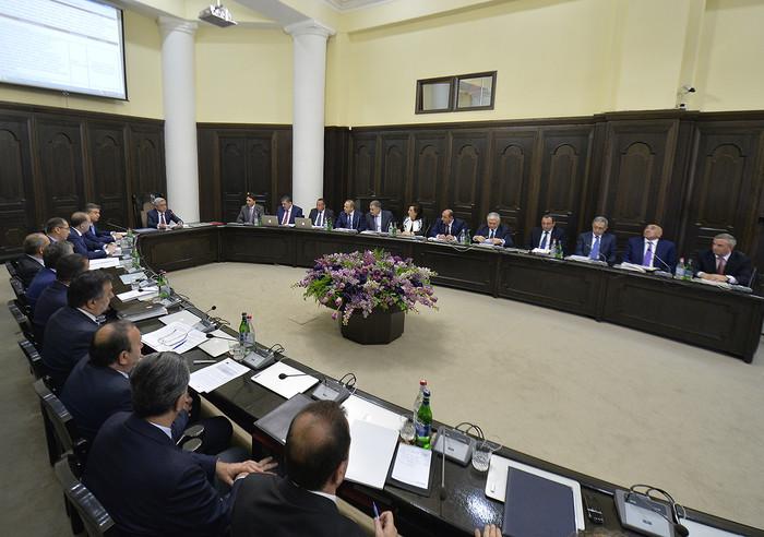 Карен Карапетян поручил решить проблему перегруженности судов