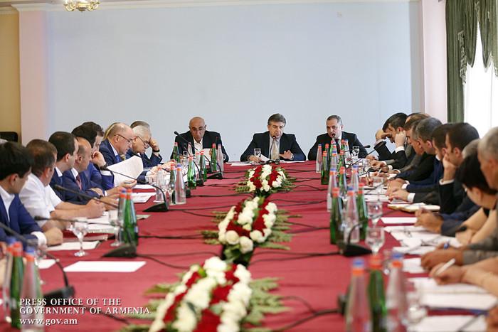 Задача номер один – привлечение инвестиций и создание рабочих мест: премьер Армении К.Карапетян провел совещание в Сюнике