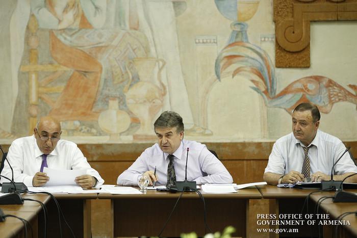 Премьер Армении провел совещание в Армавирской области республики