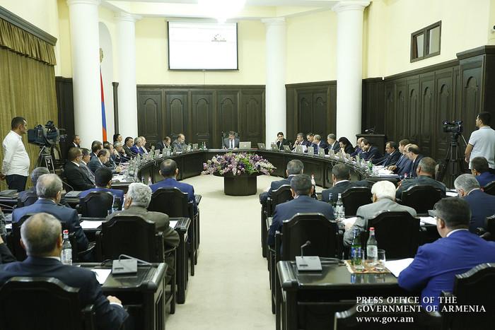 Замглавы Минспорта дважды «проигнорировал» премьера Армении Карена Карапетяна