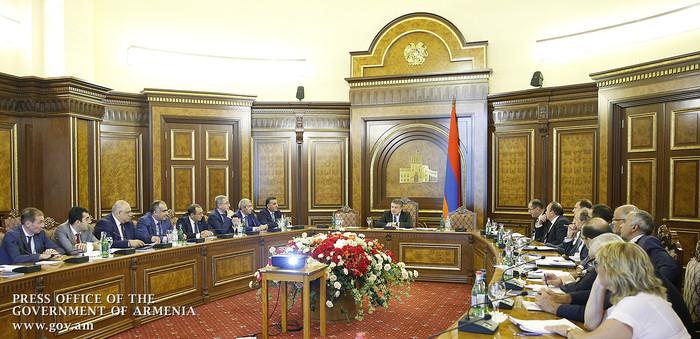 Карен Карапетян поручил доработать программу по улучшению демографической ситуации в Армении