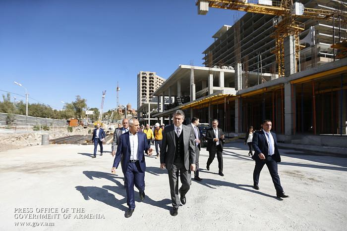 Карен Карапетян посетил стройплощадку гостиничного комплекса «Двин»