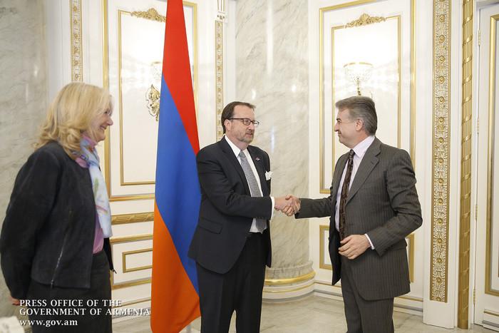 Премьер-министр Армении встретился с директором агентства USAID в Армении