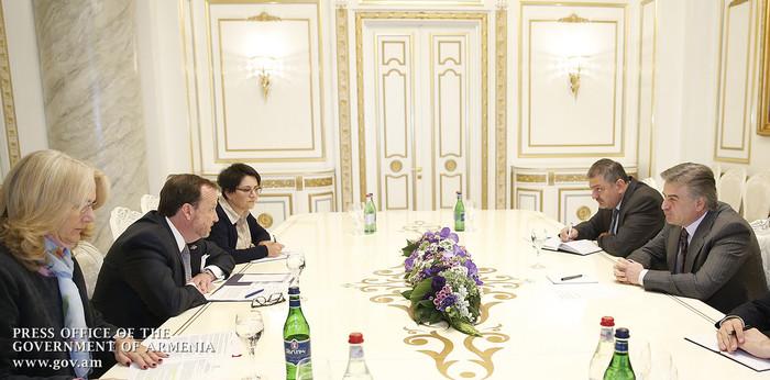 Премьер Армении подчеркнул важность содействия США делу борьбы с коррупцией, а посол Миллс заявил о готовности