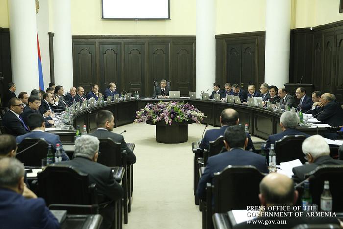 Карен Карапетян потребовал заняться благоустройством дорог в преддверии намеченных в Армении в 2018 году 3 крупных мероприятий