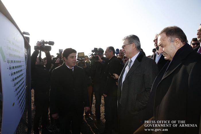 Премьер Армении присутствовал на открытии солнечной электростанции в Армавире
