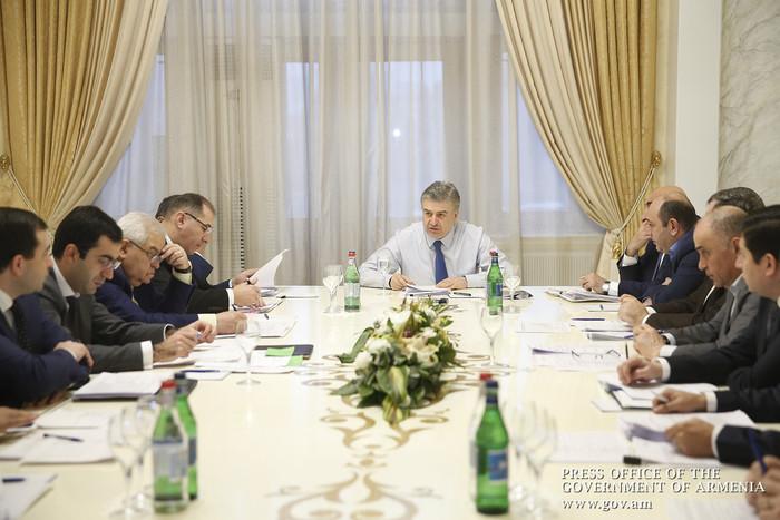 В Правительстве Армении обсудили вопрос повышения эффективности инвестиционных программ в областях