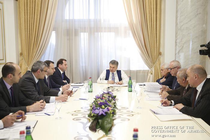 Премьер Армении подчеркнул важность новых правил по установлению газовых баллонов в автомобилях