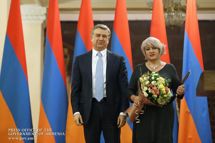 Премьер-министр Армении вручил благодарственные грамоты представителям СМИ