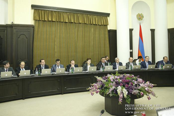 Правительство Армении решило сбыть драгоценные изделия резервного фонда
