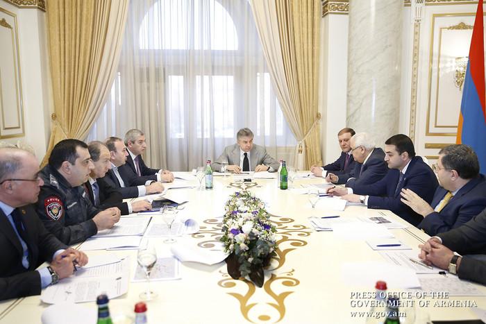 Карен Карапетян провел совещание посвященное вопросам сокращению пробок в Ереване