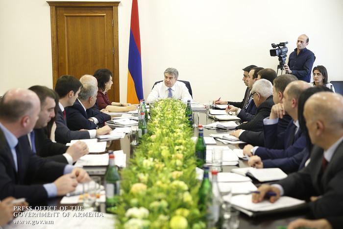Карен Карапетян потребовал от министра Диаспоры Грануш Акопян прагматичных рецептов