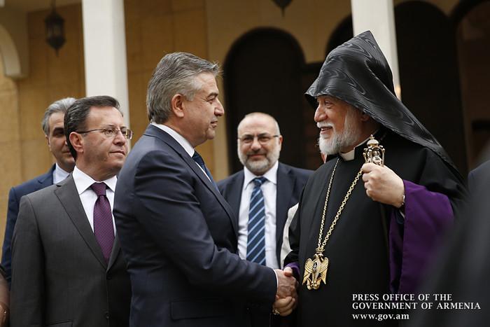 Карен Карапетян и Католикос Арам I обсудили вопросы, касающиеся развития Армении