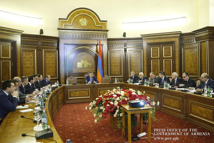 Карен Карапетян поручил активизировать сотрудничество с СЭЗ Ирана «Арас»