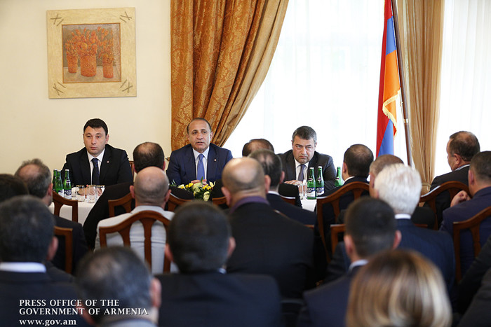 PM Hovik Abrahamyan meets with Armenian community in the Czech